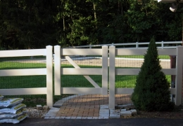 Gate with liner