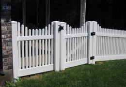 Hampton Vinyl Gate